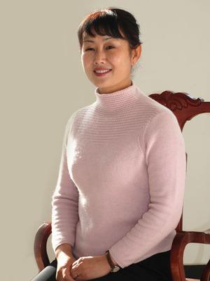 姓 名: 李嵘  职 位: 工会主席  职 称: 副主任护师